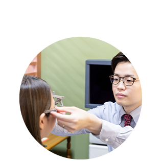 SSS級認定眼鏡士による検眼